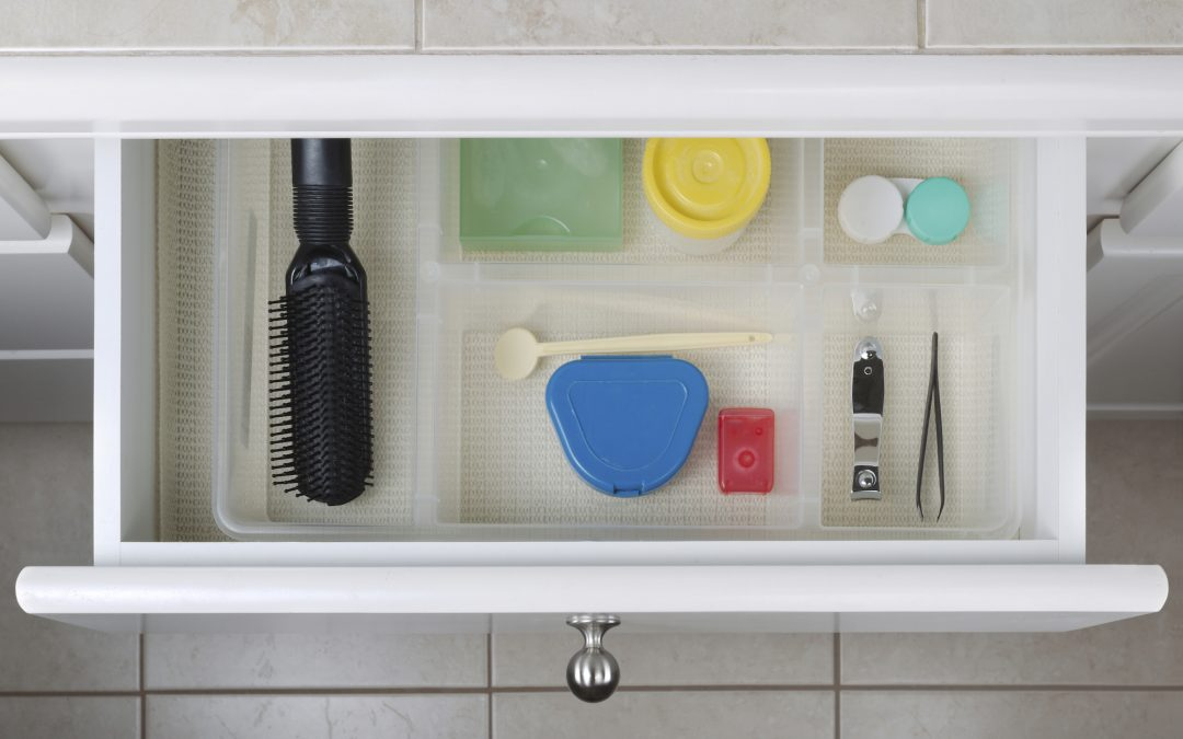 3 Tips for Organizing Your Bathroom (Using Recycled Material)